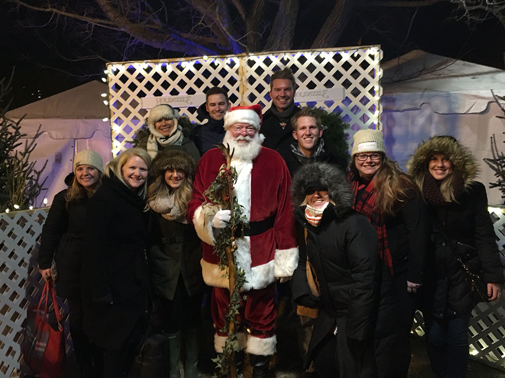 holidazzle_santa_group